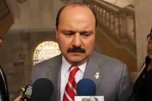"""Por alguna desconocida razón en la foto aparece el gobernador de Chihuahua, César Duarte. Sospechamos que el editor andaba pedo y, en tanto que no lo hemos podido localizar para que remedie tamaño desfiguro, """"Voluptuosidad es la palabra"""" pide una atenta disculpa a sus lectores."""