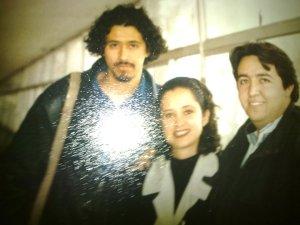 A la izquierda Víctor Marrufo, en medio Pamela de Anda y a la derecha alguien que parece ser Paul McCartney o Engelbert Grijalva. La foto ha sido tomada sin permiso (¡demándame, Víctor, demándame!).