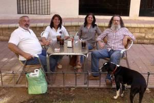Luis Arcas, de fiesta, con una de sus amadas perras.