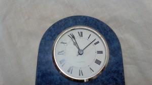 """""""Cuando sea mayor voy a construir un reloj en el que, cuando me apetezca, moveré sus agujas y lo atrasaré las horas que yo quiera""""."""